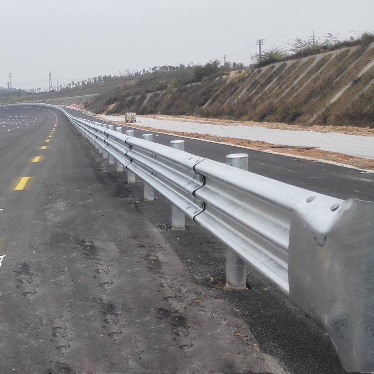 高速公路波形护栏解决方案图